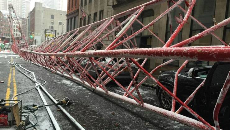 Der umgestürzte Kran in Manhattan, New York City
