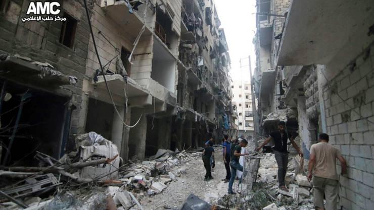 Bilder der oppositionellen Gruppe AMC zeigen eine zerstörte Stadt: Laut WHO werden in Aleppo Spitäler und Gesundheitseinrichtung gezielt unter Beschuss genommen.