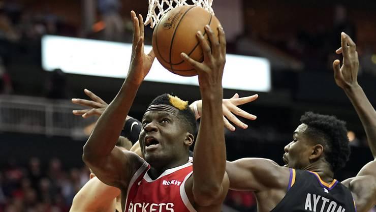 Der Genfer Clint Capela sorgte beim Sieg gegen die Phoenix Suns mit 14 Punkten und 11 Rebounds für ein Double-Double
