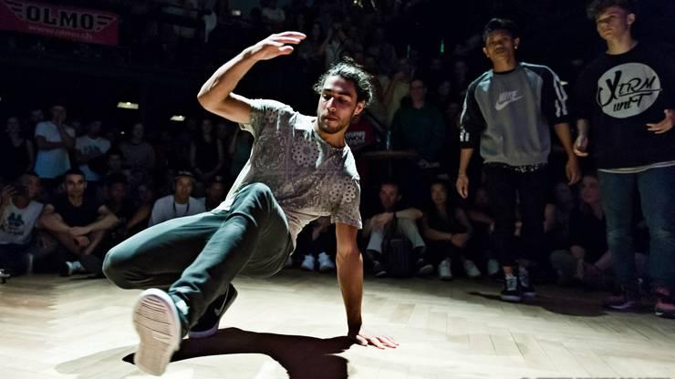 Auch beim Breakdancen macht er eine gute Figur.