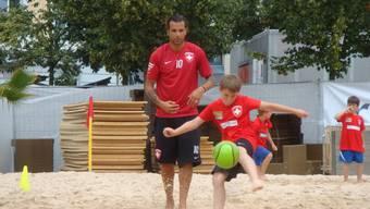 Beachsoccer-Training mit Profi Stephan Meier auf dem Dornacherplatz Solothurn