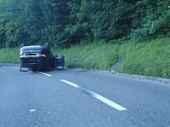 Die beiden Personen am Steuer, eine 56-jährige Schweizerin im Land Rover und ein 53-jähriger Schweizer im Caterham-Sportwagen, wurden leicht verletzt.