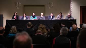 Sie diskutierten im Konzertsaal Solothurn, v.l. Anna Rüefli, Barbara Streit-Kofmel, Laura Gantenbein, Claudio Hug. Charlie Schmid, Johannes B. Kunz