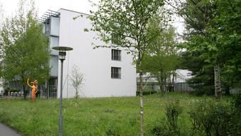 Ein kleiner Parkteil verschwindet, wenn in diesem Bereich die Erweiterung der Klinik realisiert wird.