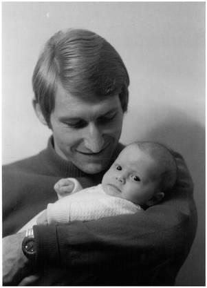 Karli Odermatt, der Familienmensch. Das Bild machte der damalige FCB-Hoffotograf an der Taufevon Odermatts Tochter.