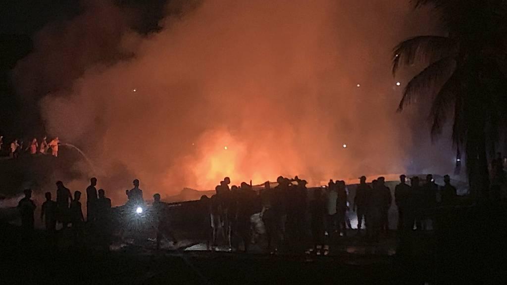 Feuer neben Flüchtlingslager - drei Rohingya-Angehörige tot