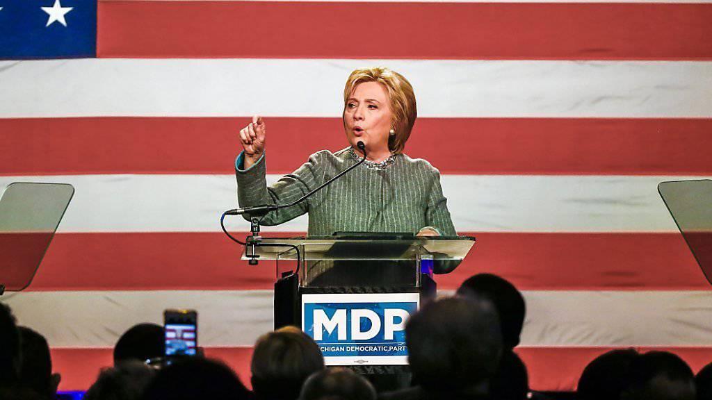 Kann zwar nur einen, dafür den wichtigen Bundesstaat Louisiana gewinnen bei der jüngsten Vorwahl-Serie: US-Präsidentschaftsbewerberin der Demokraten, Hillary Clinton.