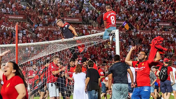 Nach dem Aufstieg von Real Mallorca brachen am Sonntagabend im Estadio Son Moix alle Dämme