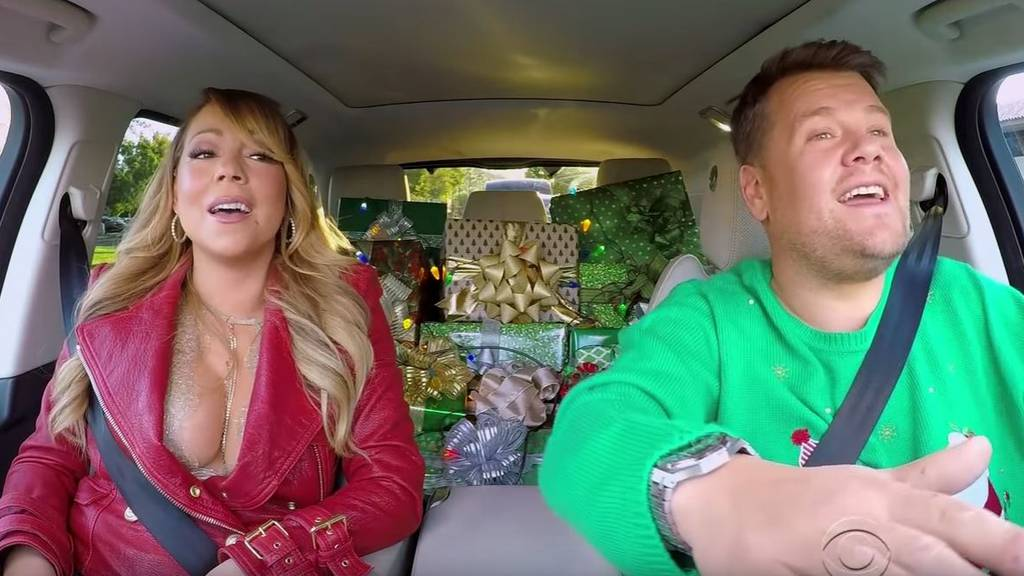 (Screenshot The late late Show) Mariah Carey und James Corden im Weihnachtsspecial