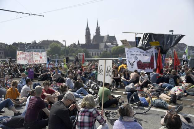 """Im Rahmen der weltweiten Bewegung """"March against Monsanto"""" forderten die Protestierenden einen Richtungswechsel in der Landwirtschaft ..."""