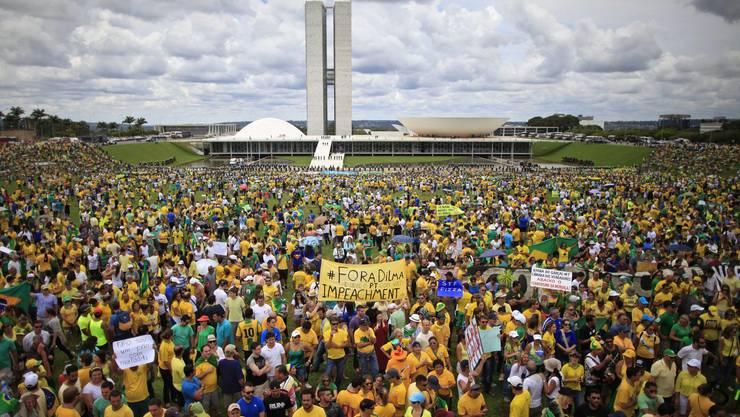 Die grössten Proteste, seit Brasilien demokratisch ist: Aber trotzdem bleiben die Chancen für ein Rousseff-Impeachment eher klein.
