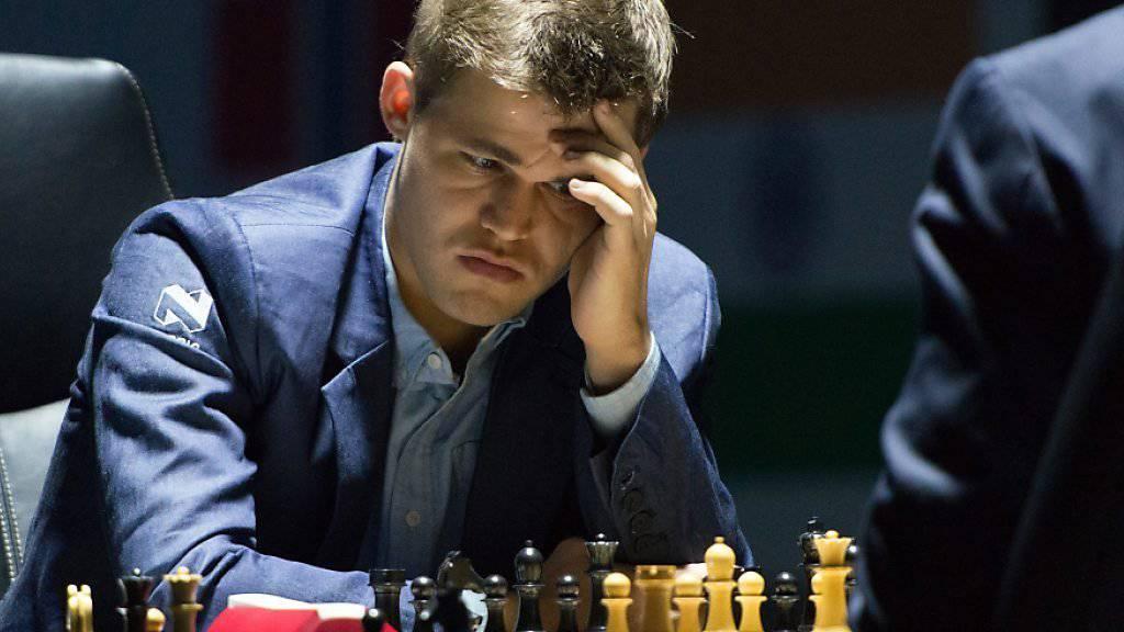 Der junge norwegische Weltmeister Magnus Carlsen findet an der Schach-WM bislang die siegbringenden Lösungen nicht
