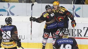 Berns Bertschy (hinten links) jubelt nach seinem Tor zum 2:0