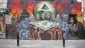 Ein Foto des antisemtischen Wandbilds ist im jüdischen Museum zu sehen – Jeremy Corbin solidarisierte sich 2012 mit dem Künstler.