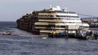 Jubel und Freude über die erfolgreiche Bergung der Costa Concordia