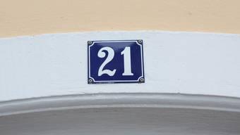 Die 21 ist der Typ «Baselland». Die anderen Hausnummern sind in den meisten Gemeinden zulässig - solange sie gut sichtbar sind.