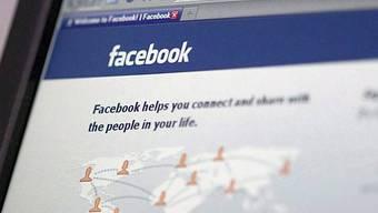 Auf Facebook verunglimpfte ein Teenager einen Mann - das Urteil gilt als Präzedenzfall (Symbolbild)
