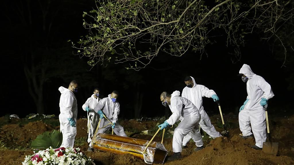 3869 Todesfälle in 24 Stunden und neue Corona-Variante