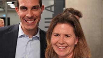 Freundlicher Empfang: Der national bekannte Badener FDP-Nationalrat und Ständeratskandidat Thierry Burkart, hier mit seiner Bergdietiker Parteikollegin und Gemeinderätin Françoise Oklé.