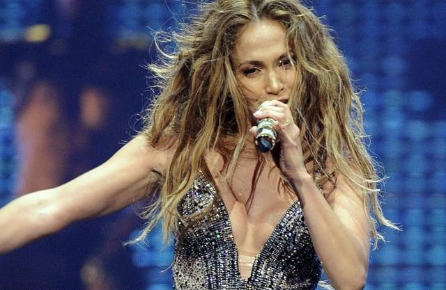 Jennifer Lopez zeigt Haut und Gefühle