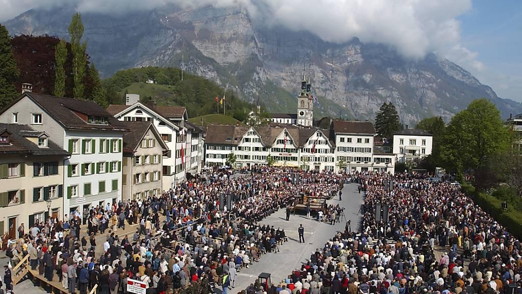 Die Glarner Landsgemeinde am Sonntag wird wegen einer Vielzahl von Traktanden die Längste seit vielen Jahren werden. (Archivbild)