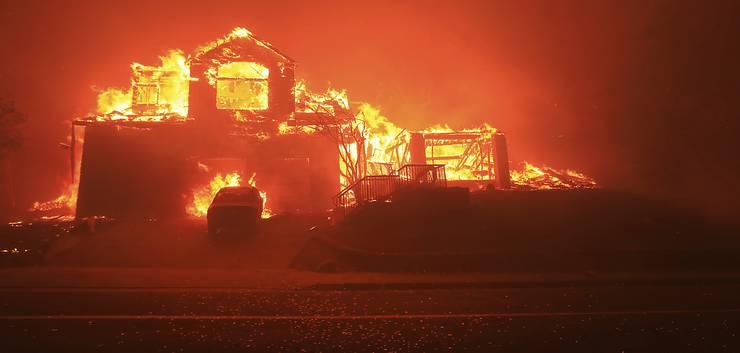 Ausser Kontrolle: Im kalifornischen Weinbaugebiet Napa in der Nähe von San Francisco wüten starke Waldbrände.