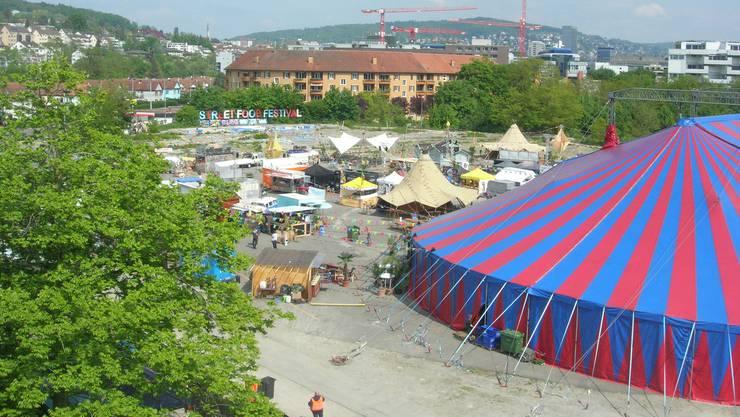 Street Food Festival in Zürich: Im Umkreis von wenigen Metern stehen Spezialitäten aus der ganzen Welt zur Wahl.
