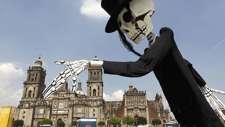 Das Skelett gehört dazu: Der Tag der Toten ist in Mexiko einer der wichtigsten Feiertage, an dem der Verstorbenen gedacht wird.
