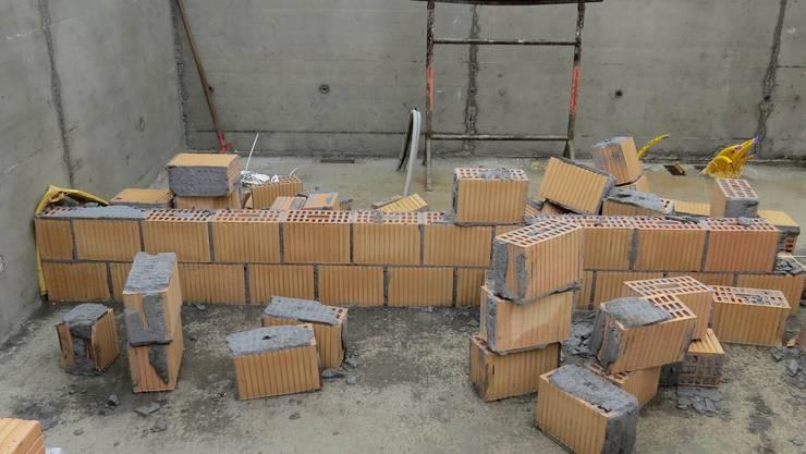 Vandalen in Schöftland: Erst begingen Unbekannte einen Einbruchsdiebstahl, dann trieben sie ihr Unwesen auf einer Baustelle.