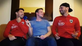 Gianluca Frontino (links) und Olivier Jäckle (rechts) plaudern mit AZ-Sportredaktor Sebastian Wendel (Mitte), was sie über einander zu wissen glauben.