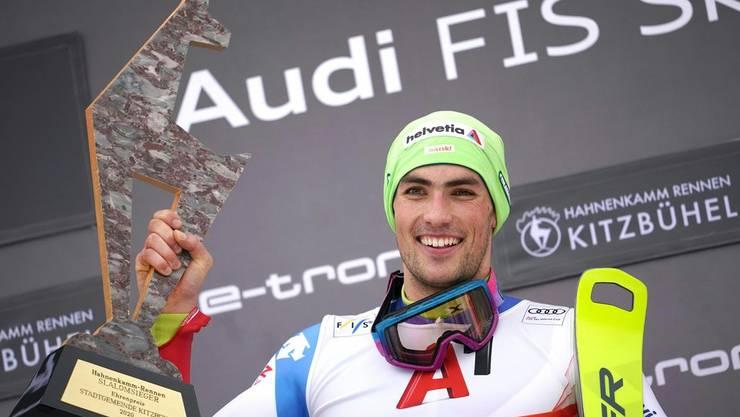 Daniel Yule ist der strahlende Sieger des Slaloms von Kitzbühel 2020.