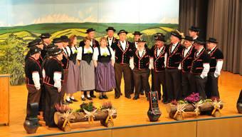 Der jubilierende Jodlerklub Echo vom Buechibärg beim Auftritt am festlichen Anlass. Foto: Oliver Menge