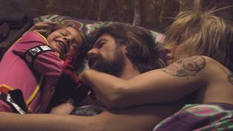 Didier und Elise liegen zusammen mit ihrer 6-jährigen Tochter Maybelle im Bett, doch der glückliche Schein trügt: Maybelle leidet unheilbar an Krebs.HO
