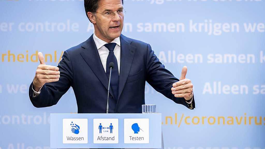 Mark Rutte, Ministerpräsident der Niederlande, spricht auf einer Pressekonferenz. (Archivbild) Foto: Remko De Waal/ANP/dpa
