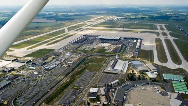 Blick auf die Baustelle des neuen Flughafens in Berlin (Archiv)
