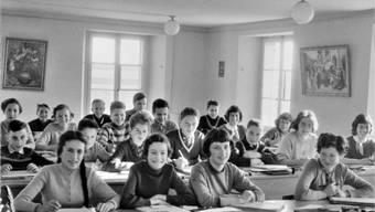 Immer wieder wurde das heutige Museum als Schulhaus genutzt. Eine Klasse von Lehrer Edi Allemann im Schulzimmer im 2. Obergeschoss des Rainschulhauses im Schuljahr 1956/1957. Sammlung P. Villars-Bösiger