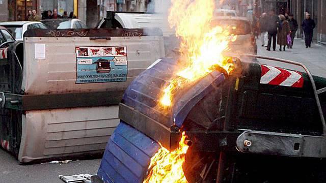 Brennender Abfallcontainer in Bilbao