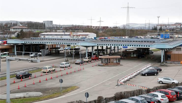 Deutsche Autobahn vor dem Autobahnzoll Weil am Rhein/Basel. Eine Jahresvignette kostet bis 130 Euro.