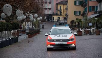 Die Tessiner Kantonspolizei hat einer der Tankstellenräuber von Brusino Arsizio in Gewahrsam.