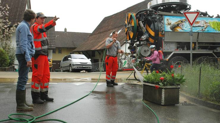 Gemeinsam wird angepackt im Brugger Ortsteil Umiken