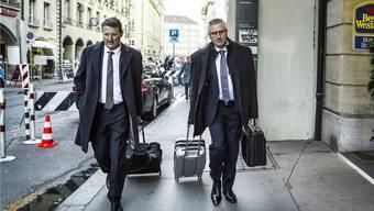 Das SVP-Duo Burgherr und Glarner kommt in Bern an.