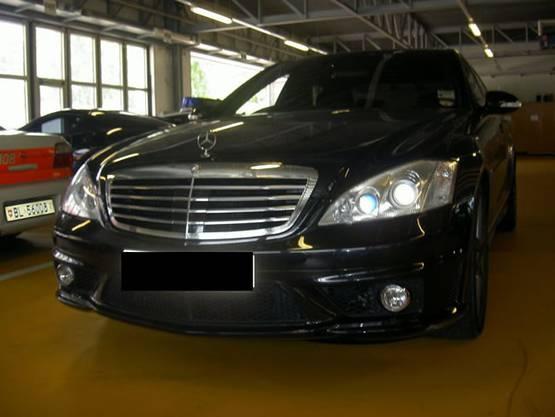 Dieses Originalbild zeigt einen Mercedes AAMG S63, der von der Baselbieter Polizei 2008 sichergestellt wurde, nachdem...