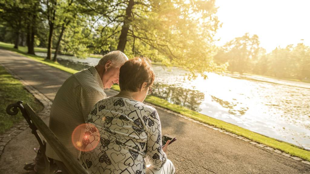 Die 65-jährige Frau soll 270'000 Franken mit vorgetäuschten Liebesbeziehungen ergaunert haben.