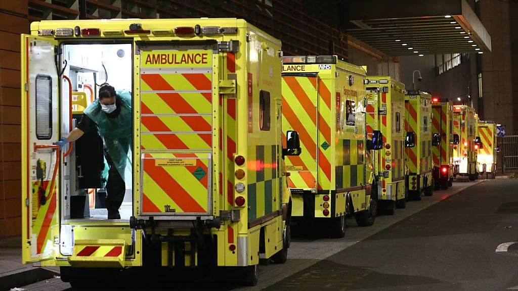 London: Krankenwagen warten deutlich länger vor Kliniken