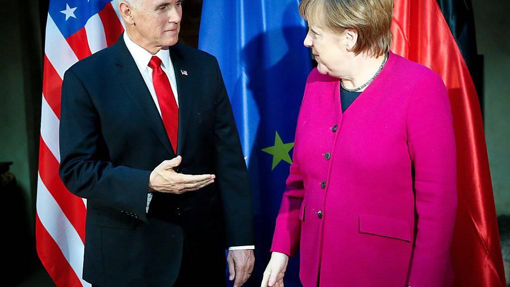 US-Vizepräsident Mike Pence und die deutsche Kanzlerin Angela Merkel am Samstag an der Münchner Sicherheitskonferenz.
