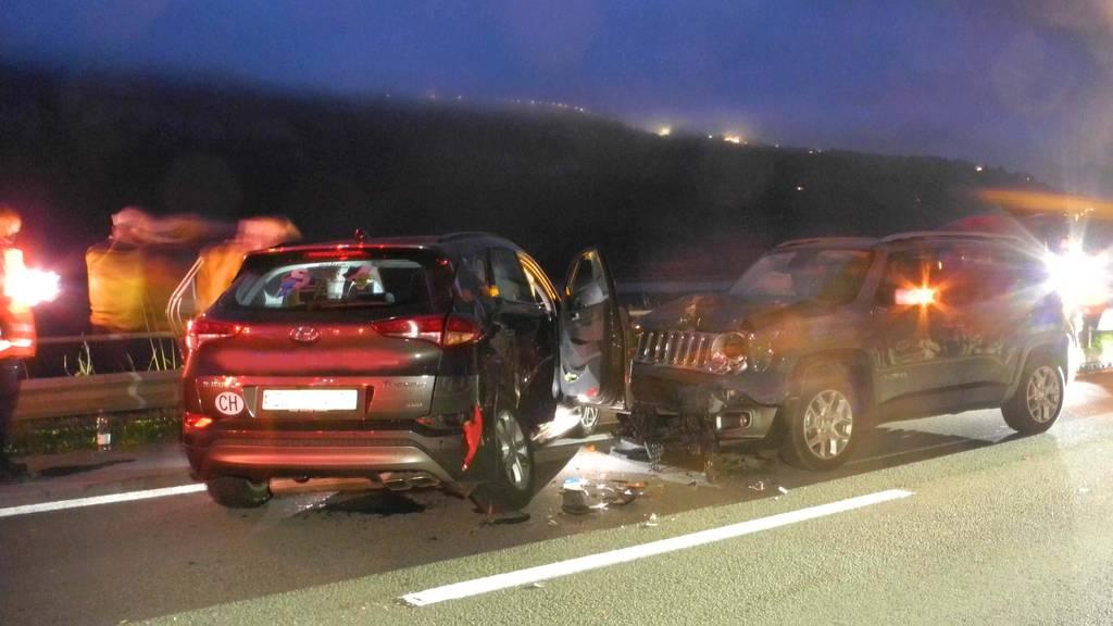 Abendlicher Unfall auf der Axenstrasse – vier Personen verletzt