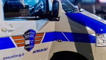 Die Kantonspolizei nimmt den Flüchtigen schliesslich fest. (Symbolbild)