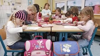 Sparpläne: Die Aargauer Regierung will etwa die Einschulungsklasse vor der Primarschule streichen.