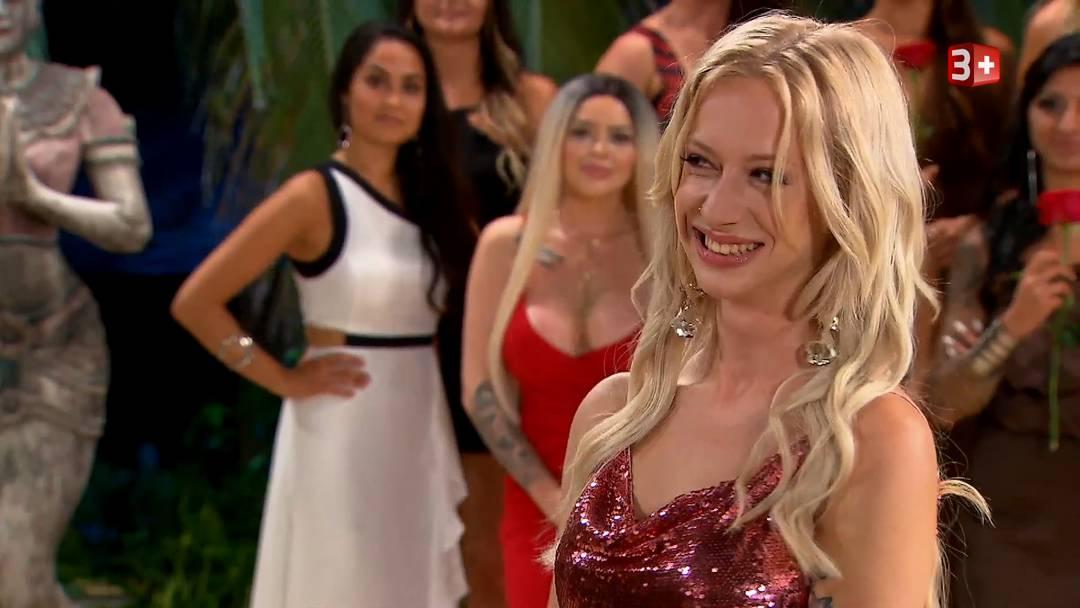 Mit ihr wird es nicht so schnell langweilig: die Auftritte von «Bachelor»-Kandidatin Julia in der ersten Folge