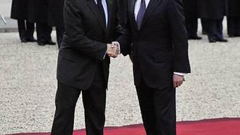 Dmitri Medwedew und Nicolas Sarkozy auf dem roten Teppich